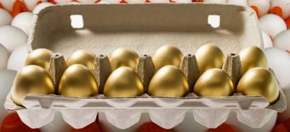 Немного краски, и яйца можно продавать как золотые.